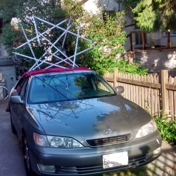 tensegrity on roof of car